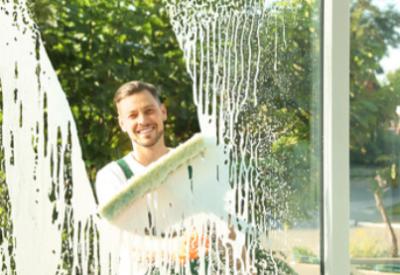 sprzątanie klatek schodowych, sprzątanie wspólnot, mycie elewacji, mycie okien 2